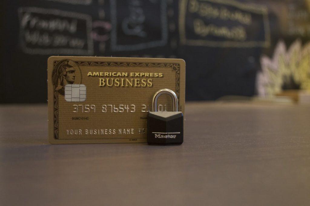 Зачем банки эмитируют такое количество карт